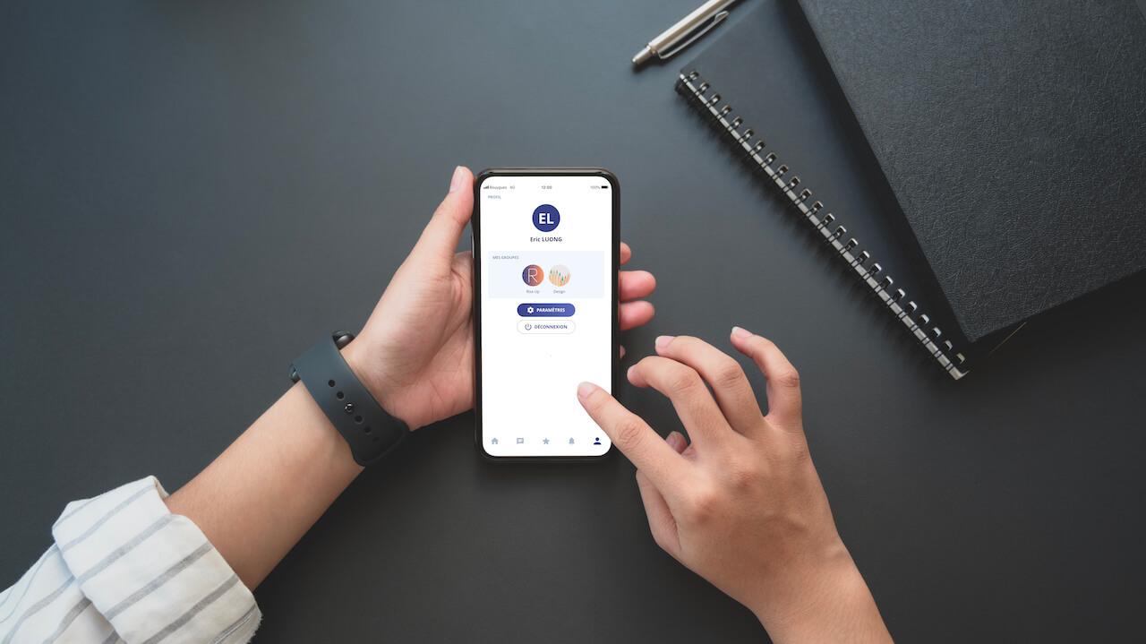 Un LMS peut être accessible sur smartphone à l'aide d'une application mobile